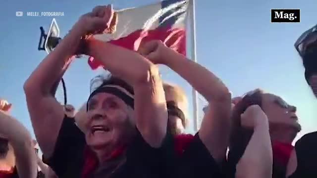"""Las Tesis Senior: Ancianas cantan el 'himno feminista' """"El violador eres tú"""""""