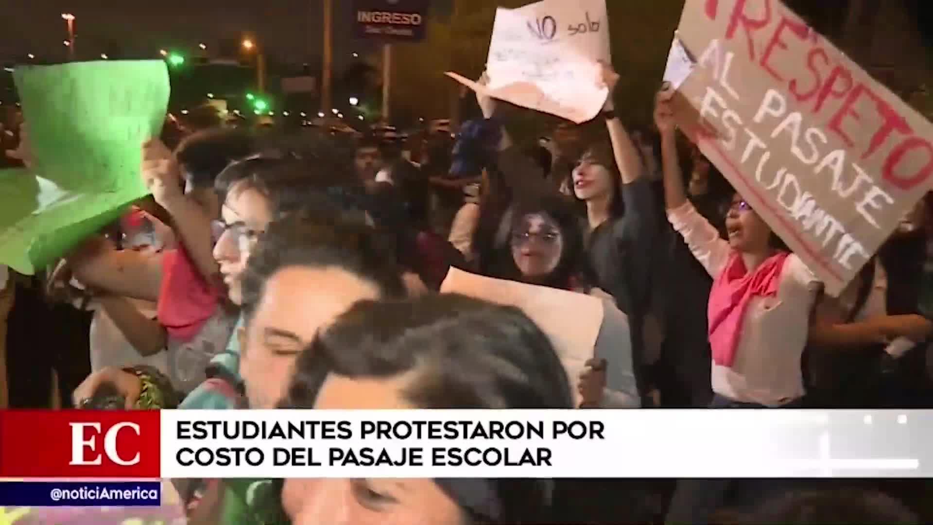Estudiantes protestan por costo del pasaje para escolares en el Metropolitano