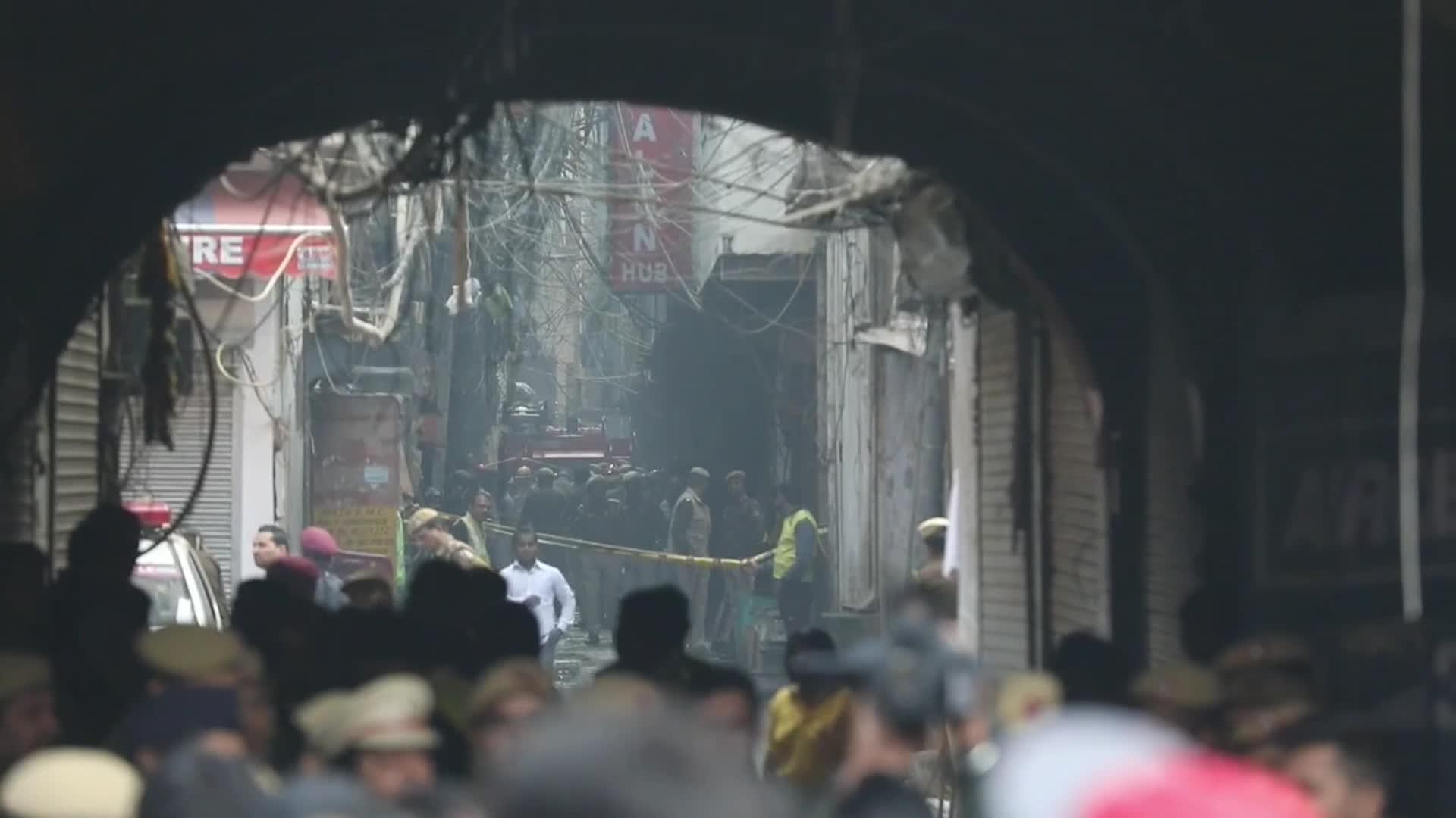India: Incendio en fábrica de Nueva Delhi deja al menos 43 muertos