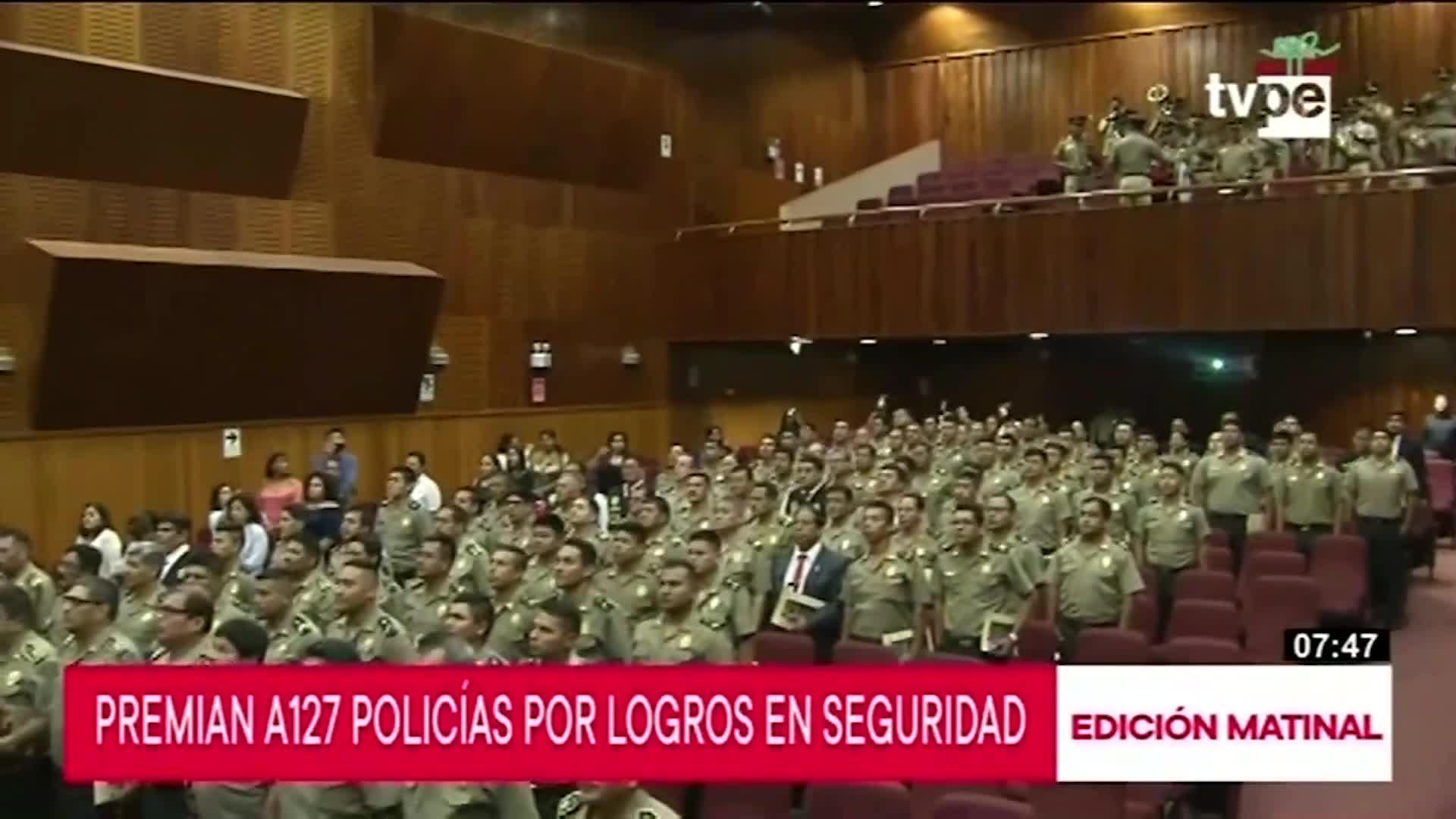 127 policías fueron reconocidos por logros en seguridad