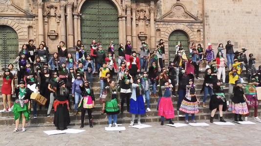 """""""Qanmicha violador qanmi kanki"""": realizan versión quechua de canción feminista en Cusco"""