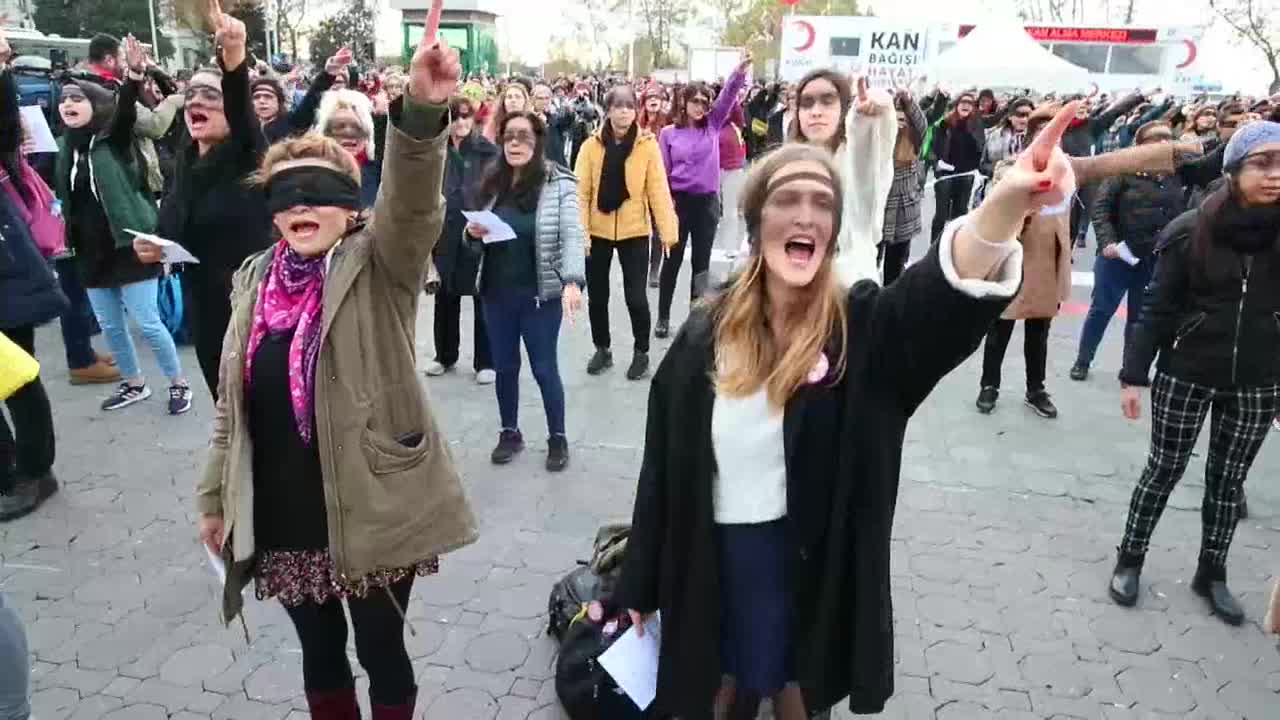 "Acusan de ofensas a feministas turcas por cantar ""Un violador en tu camino"""
