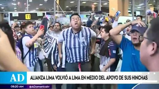 Hinchas reciben a plantel de Alianza Lima en aeropuerto