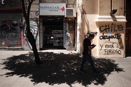 Alto costo de medicinas en Chile desata la ira contra industria farmacéutica