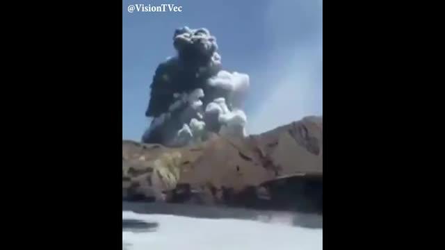 Turistas captan erupción de volcán en Nueva Zelanda