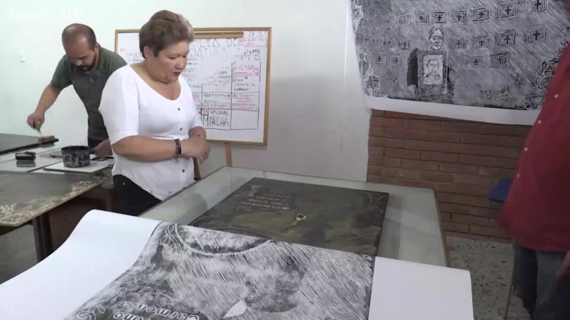 Madres colombianas inmortalizan en la madera a sus hijos ejecutados por soldados