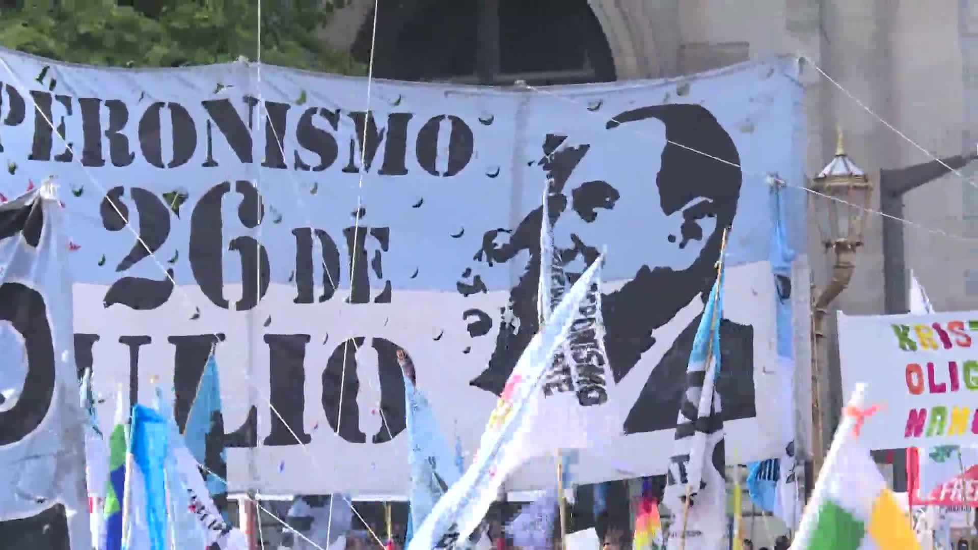 Multitudinaria fiesta popular en Buenos Aires para celebrar gobierno de Fernández