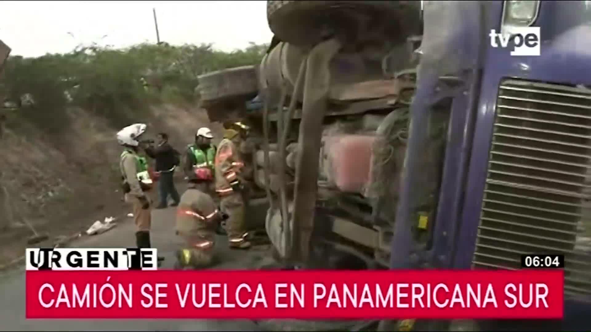 Camión volcado en la Panamericana Sur genera congestión