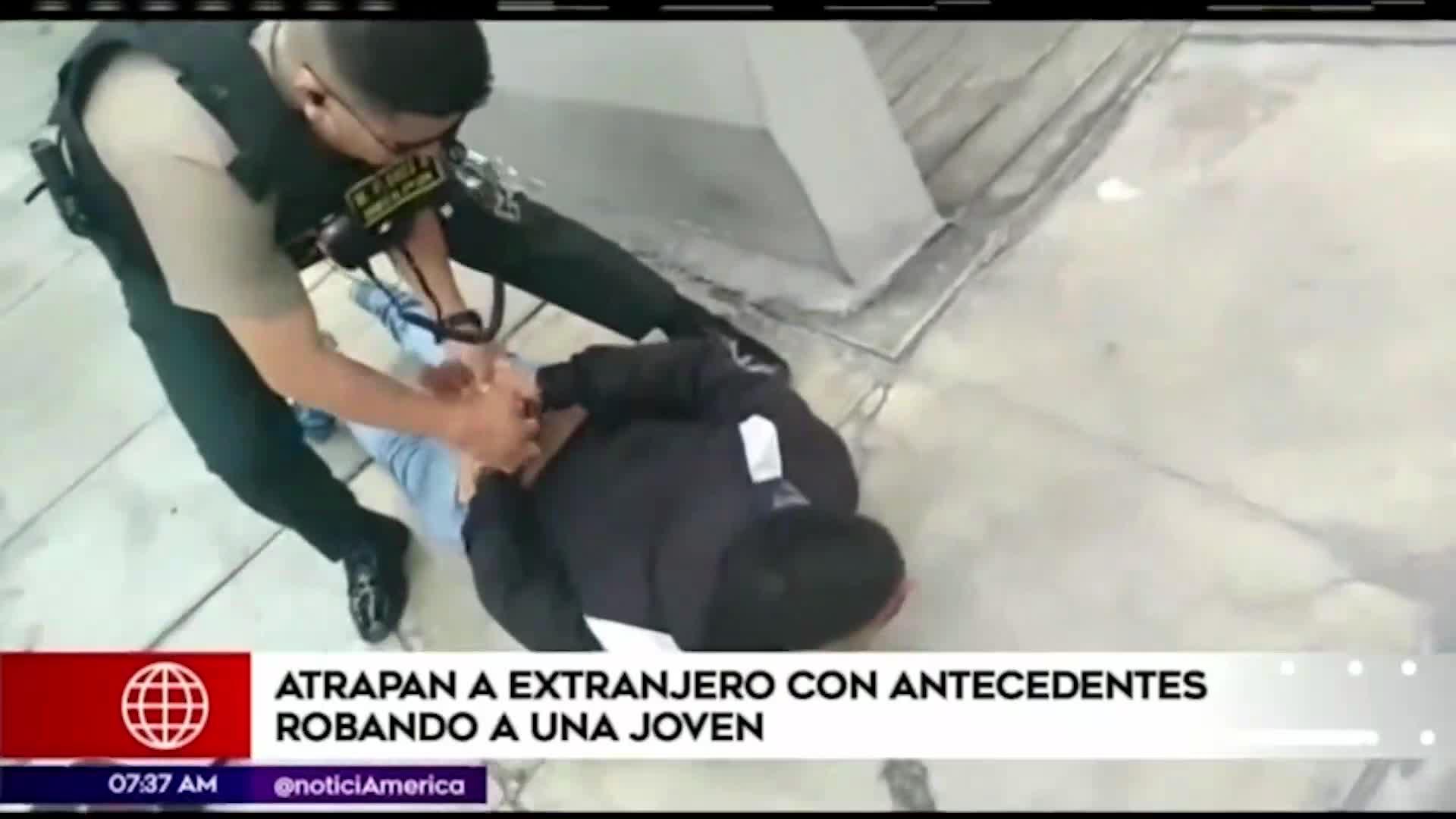 Surco: detienen a extranjero que robó el celular a un transeúnte