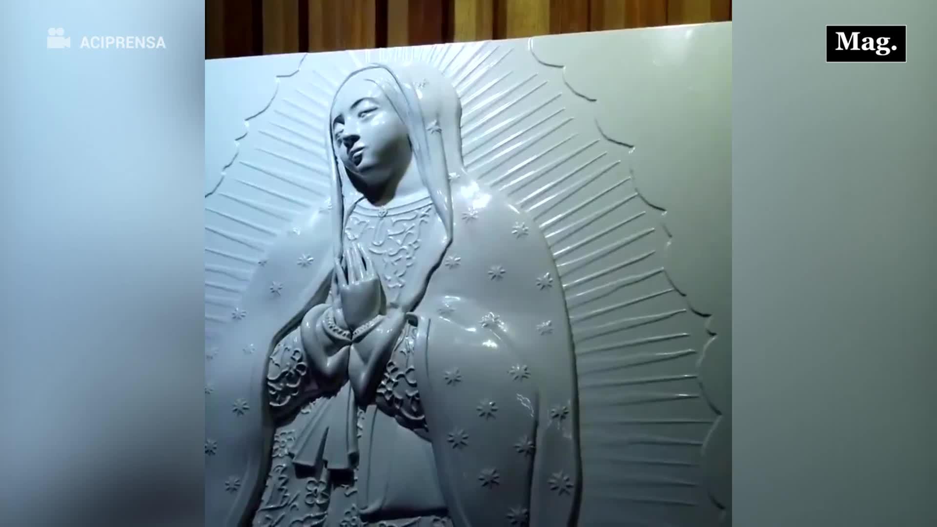 """Virgen de Guadalupe: Peregrinos invidentes pueden """"verla"""" gracias a esta obra en braille"""