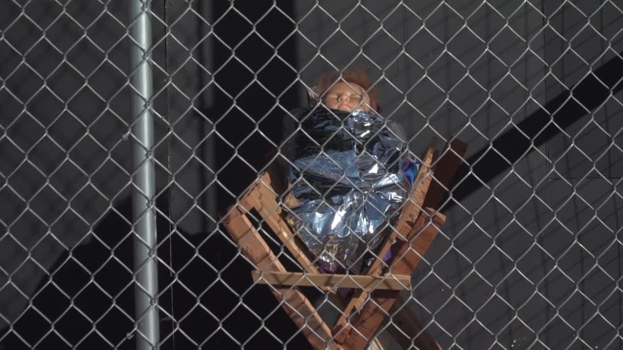Pesebre de los migrantes en EEUU: Imágenes de Jesús, María y José se muestran separadas y encerradas en jaulas