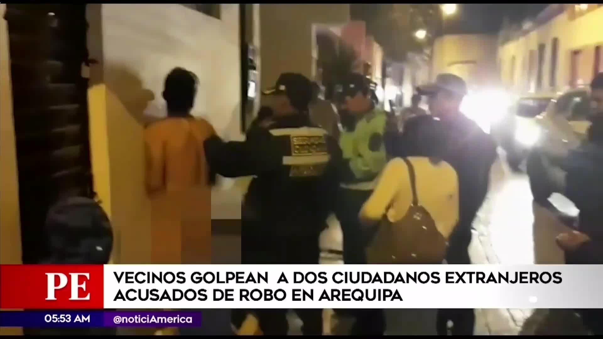 Arequipa: Vecinos golpean y desnudan a ciudadanos extanjeros acusados de robo