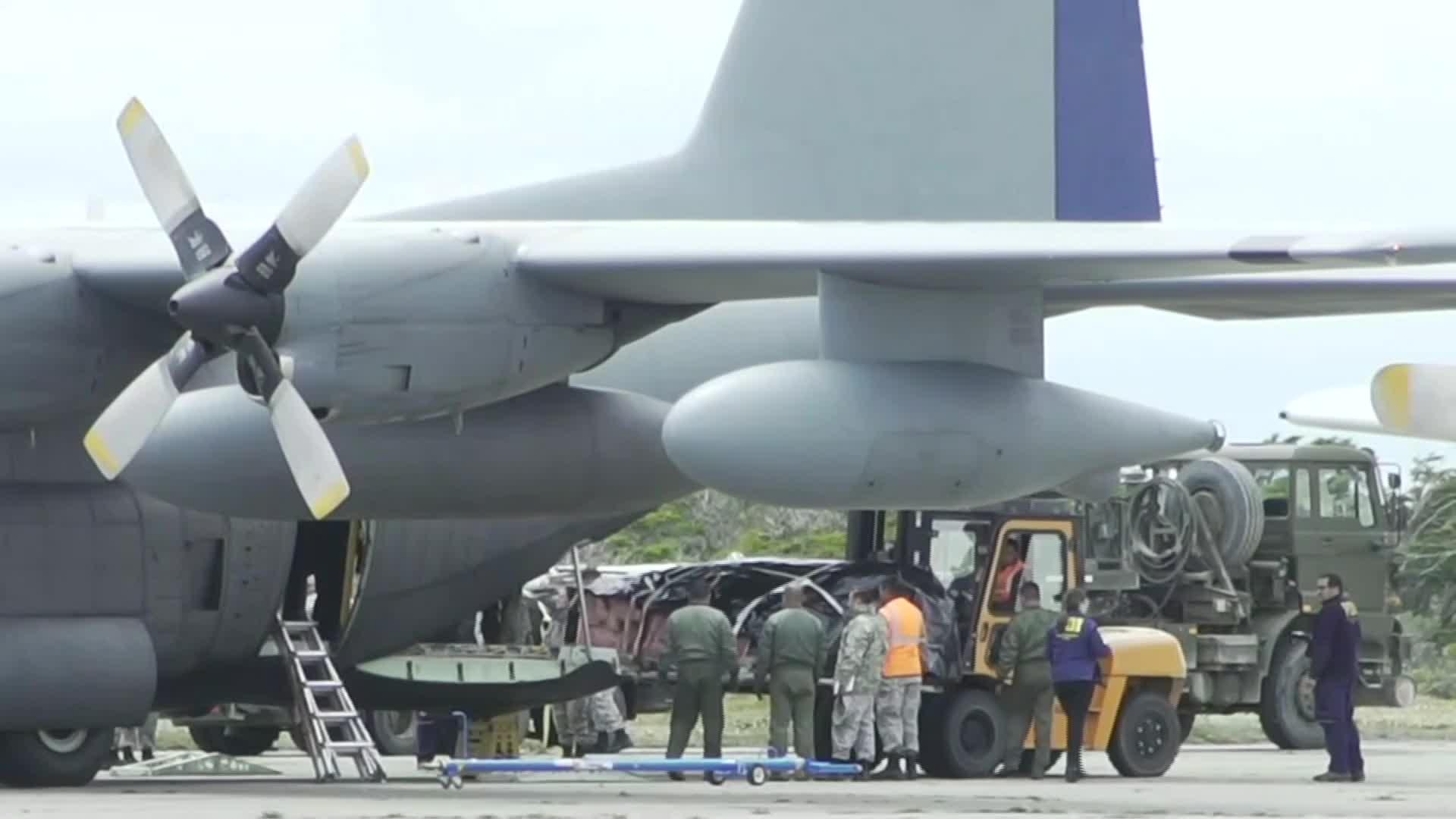 Restos de víctimas de avión chileno llegaron a base militar en Punta Arenas