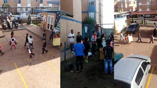 Niños realizan protesta en conjunto residencial por cierre de patio de juegos