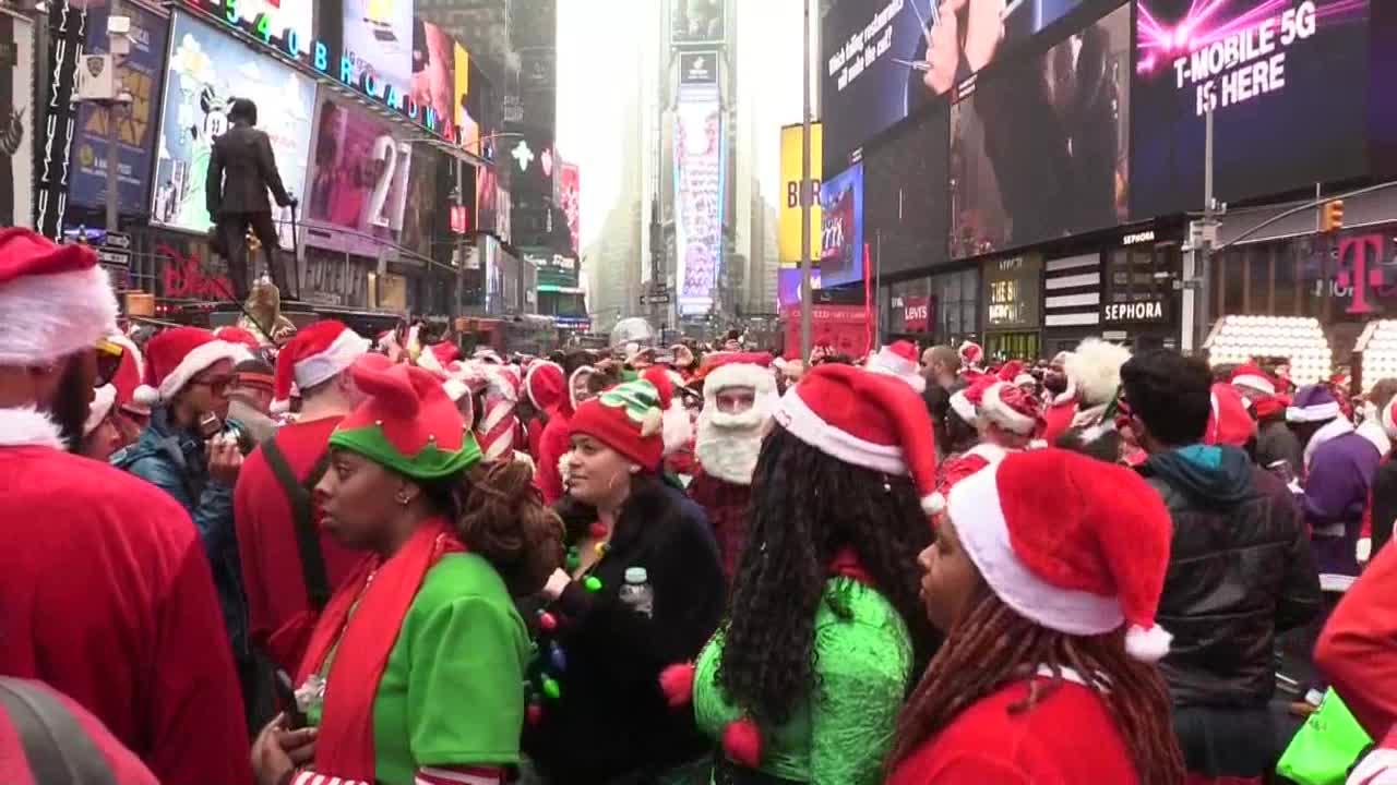 La Santacon reúne en Times Square a centenares de Santa Claus
